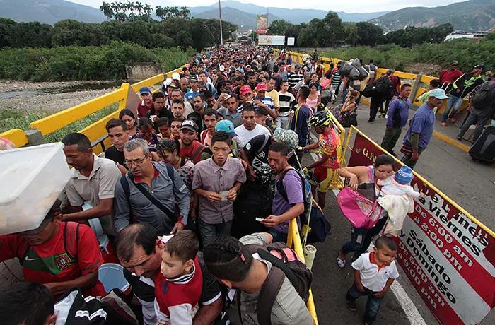 Venezuelans fleeing to Colombia to avoid fighting